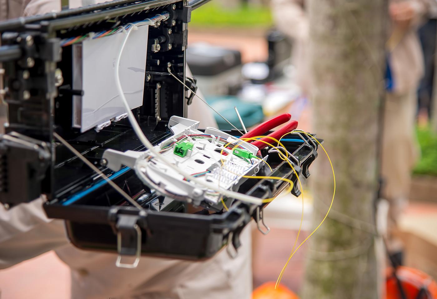 Fibre_0002_technicians-are-install-cabinet-on-fiber-optic-cab-P5C9WEP